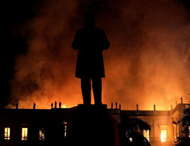 brazil s 200 years old national museum hit by huge fire new