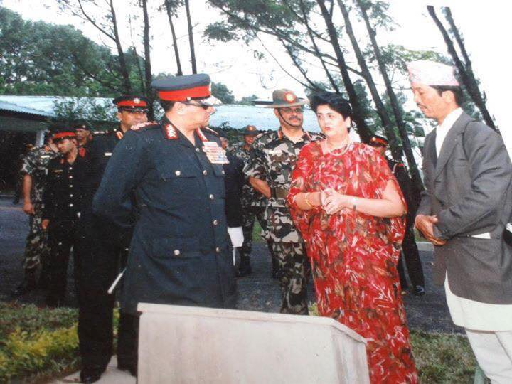 Chanda Rana explaining the isues to King Gyanendra.jpg