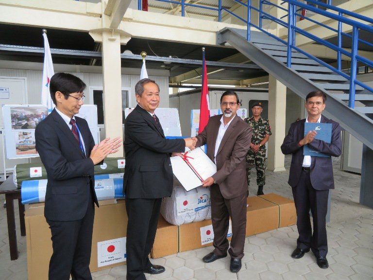 Japanese ambassaor hands over relief materials 1.jpg