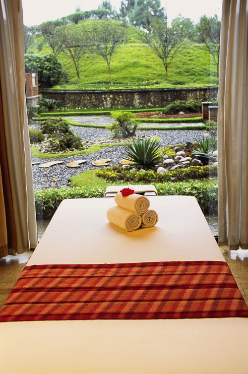 KATHM_P022_Massage_Table_and_Window.jpg