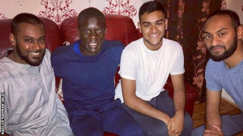 NGolo-Kante-drank-tea-and-ate-curry-with-his-new-friends.jpg