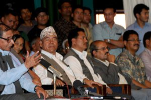 UCPN( Maoists) and Pro-Parliamentary Parties: Compatibility or Confrontation ?