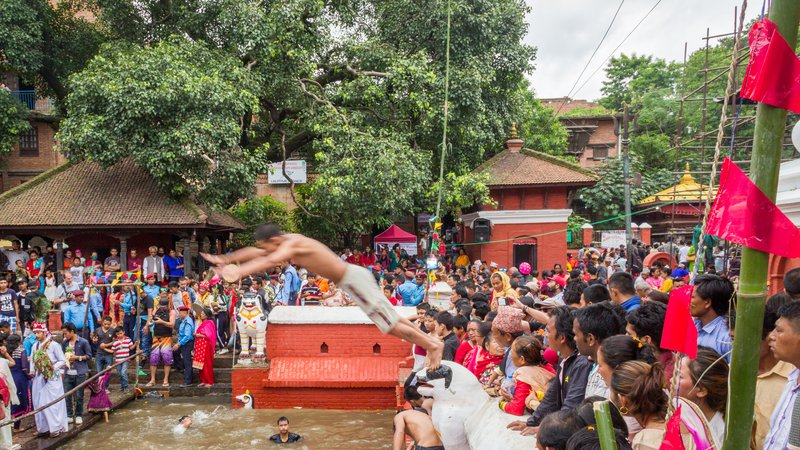 Young man jumping inside the pond next to Kumbheshwar Temple in Patan (1).jpg