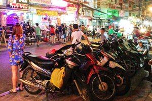 pham-ngu-lao-nightlife-1.jpg